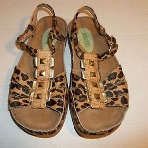 EARTH Safari sandal